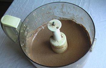 Взбитый сахар с маслом и творогом